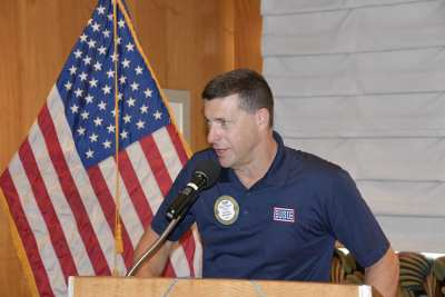 PP Thor DaveThorson thanks the club for supporting the USO