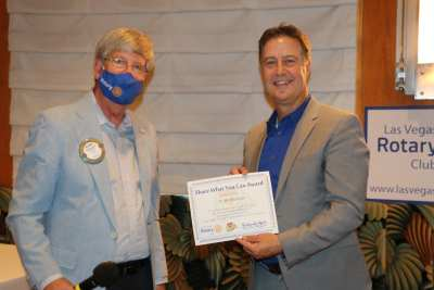 Bo Bernhard receives a Share What You Can award