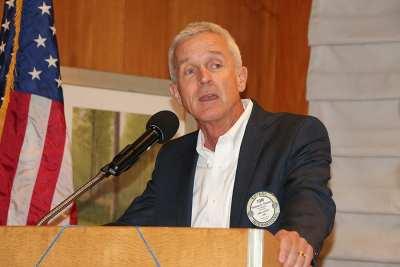 PP Tom Thomas introduces Mayor Goodman, the guest speaker