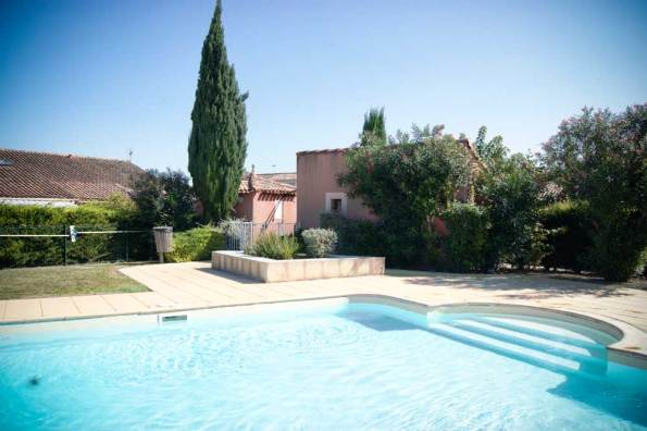 location-en-camargue-labas_Piscine-2