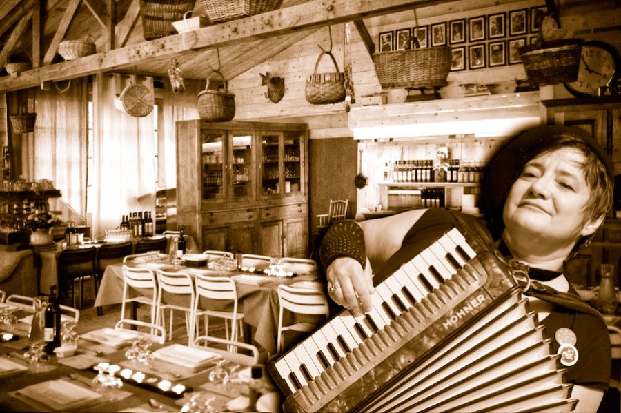 Scarlett Déon et son accordéon magique à LA TABLE à RALLONGE en Camargue