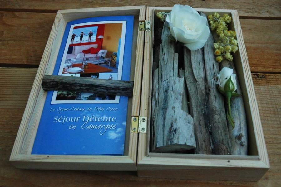 la BOX à RALLONGE, un coffret-cadeau original SUR MESURE et fabriqué en Camargue