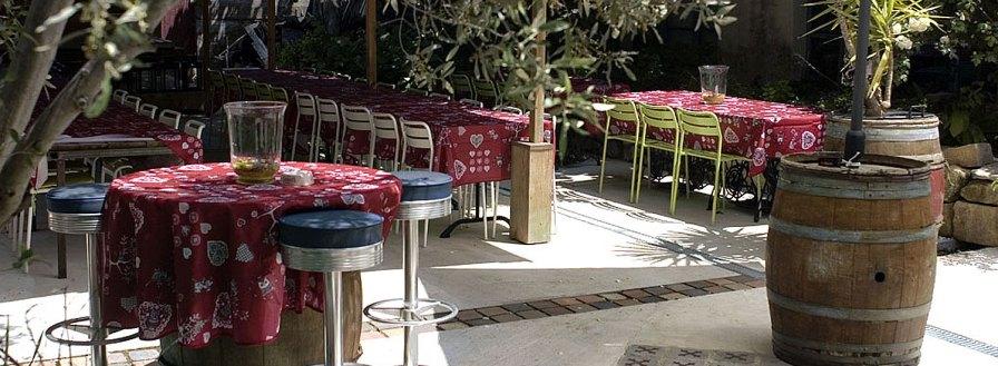 Imaginez des fêtes ! De vastes espaces aménagés pour les rassemblements amicaux sans prise de tête... dehors ou dedans... PARFOIS LES DEUX !!.