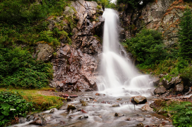 Imagini pentru cascada varciorog