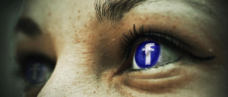 Podemos detectar cuentas falsas en la mayoría de las redes sociales  incluidos Facebook y Twitter.