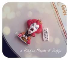 Il Magico mondo di Ploppi - Ciondolo in fimo Regina di Cuori di Alice in Wonderland