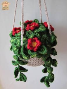 A Creative Family - pianta con fiori all'uncinetto