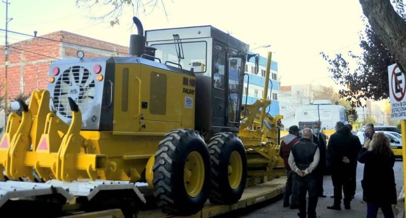 Más de $20 millones en maquinaria para mantenimiento de caminos rurales