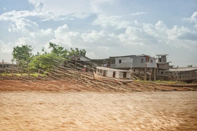 Brasile case sul Rio delle Amazzoni