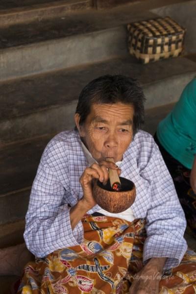 Viaggio in Myanmar, lavorazione del sigaro