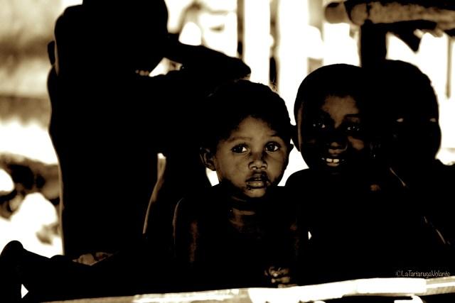 Madagascar, gruppo di bambini in bnw