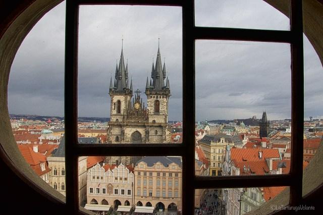 Praga, dall'alto dell'oblo
