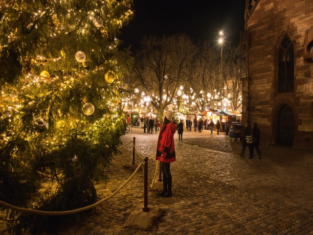 Natale nel Mondo, Basile luci