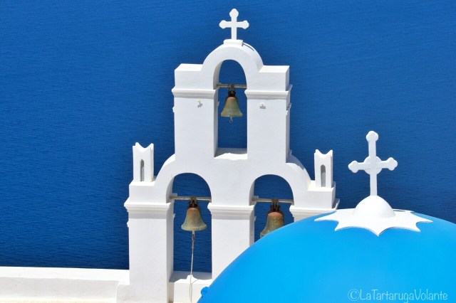 Santorini, le 3 campane e la cupola