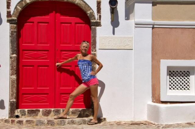 Santorini, porta rossa e io