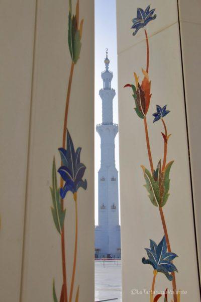 colonne fiorite alla moschea di abu dhabi
