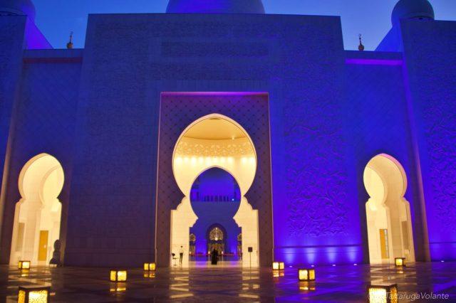 entrata della moschea di sera