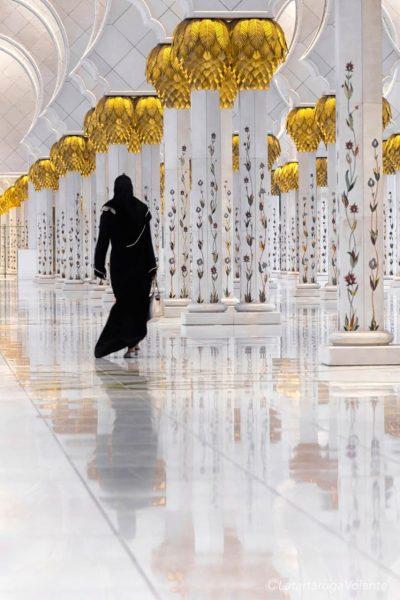 riflessi di donna alla moschea(1)