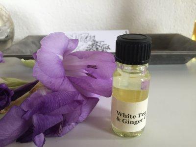Bright citrus and tea blend with bergamot, white tea, mandarin, ginger, thyme, jasmine, nutmeg and lavender