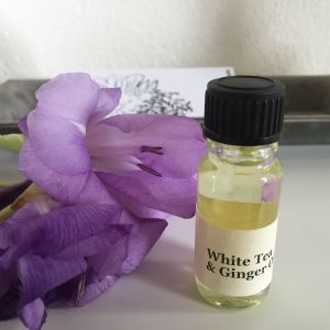 Bright citrus and tea blend with bergamot, white tea, mandarin, ginger, thyme, jasmine, nutmeg and lavender