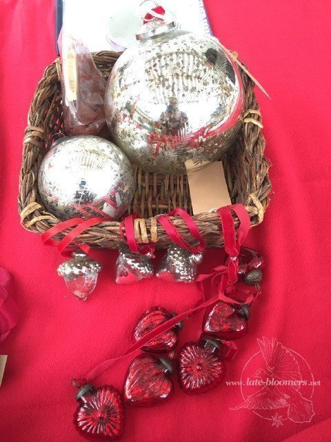 Weihnachtskugeln und -schmuck aus Bauernsilber und Glas