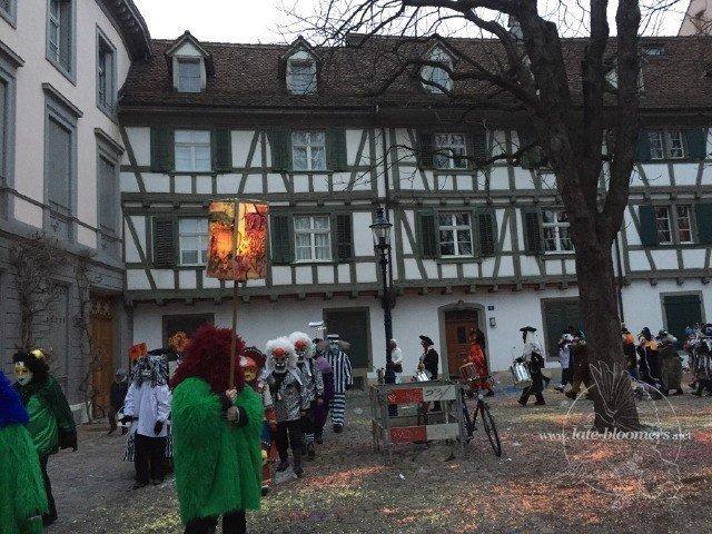 Fasnachtsdienstag auf dem Münsterplatz in Basel