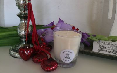 An exotic earthy and rich sandalwood blend, combining mandarin and bois de rose with a touch of jasmine, amber and cedar