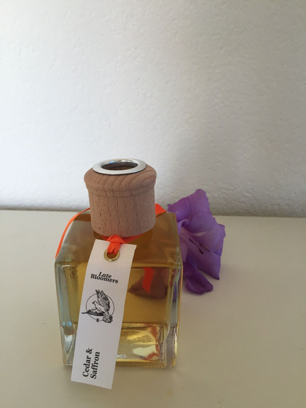 warm and woody blend of cedar, musk, sandalwood, patchouli, saffron, clove and sun-ripened berries