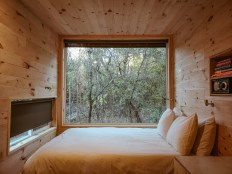 Getaway House Piney Woods large window