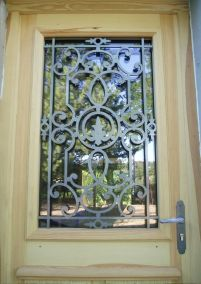 Porte bois entree grille acier - Peyrins 26