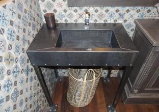lavabo_metal_sur_pied