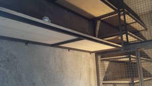 étagère structure métalique et panneau bois