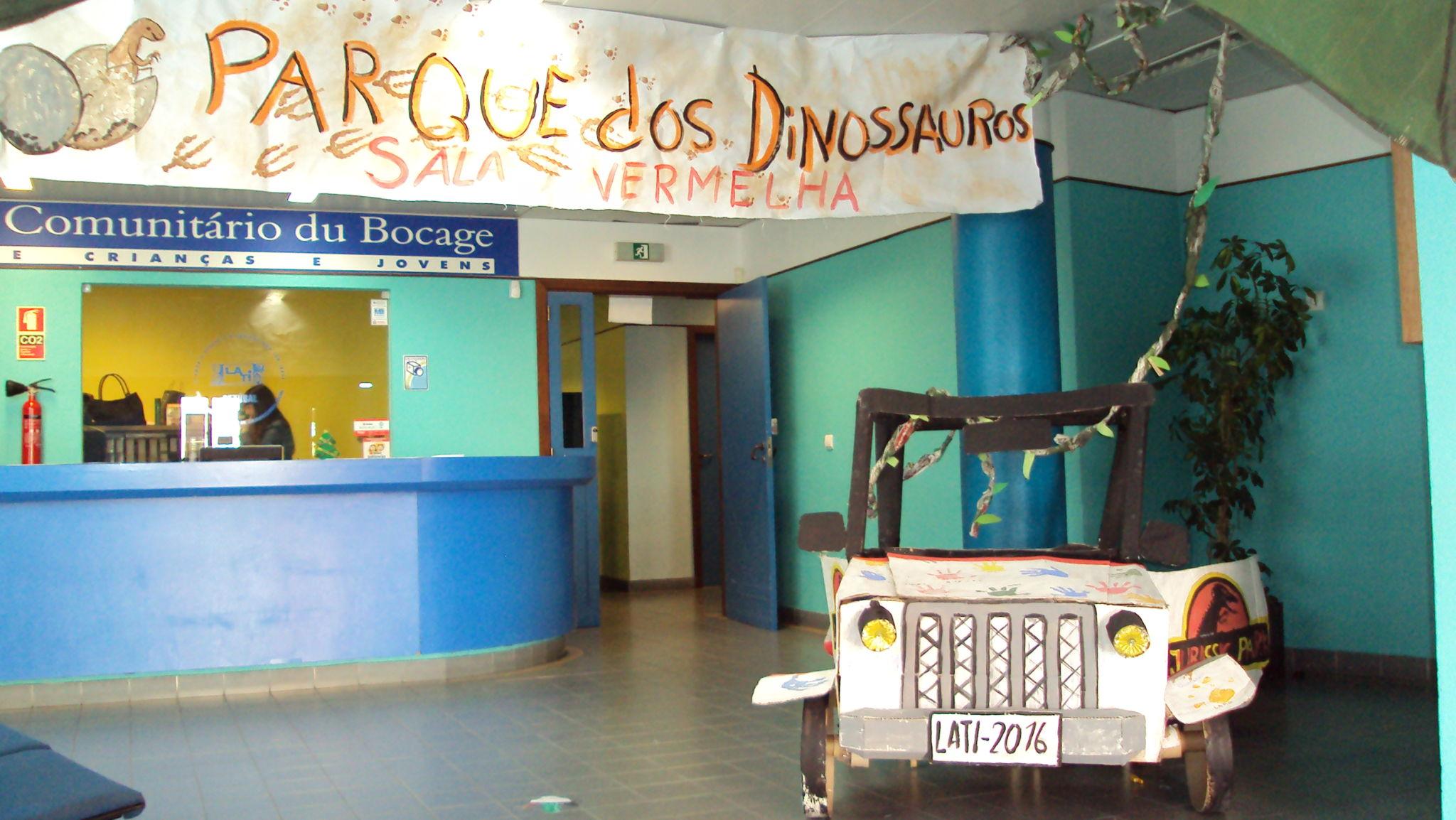 Dinossauros invadem a Área de Crianças da LATI