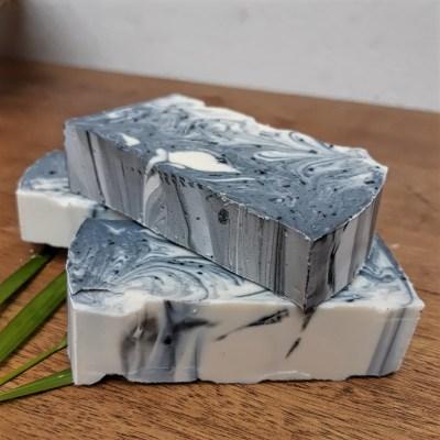 jabón en barra de carbón activado