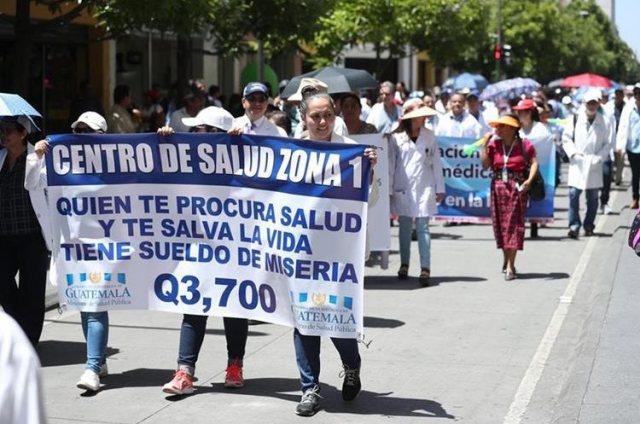 Medicos Marchan en Guatemala