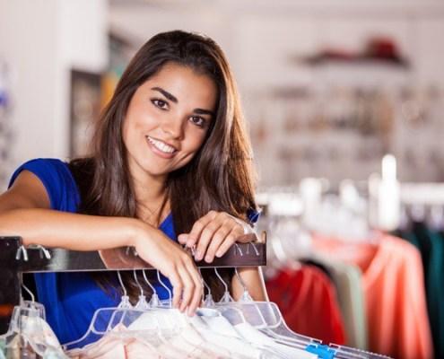 Latina shopping at a small business marketing to Latinos