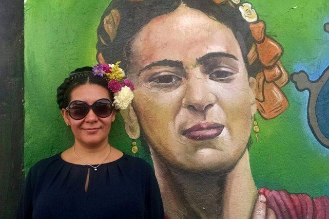 Adriana Pavon profile with Frida