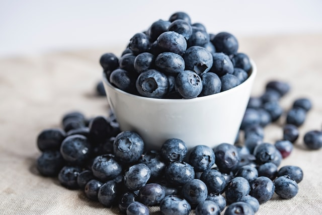 snacks to boost productivity, blueberries