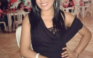 Bolivian Girl in a nice dress looking for a boyfriend