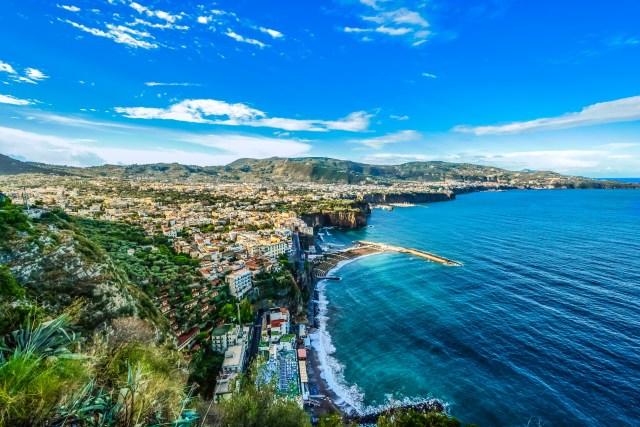 amalfi coast latinas in italy