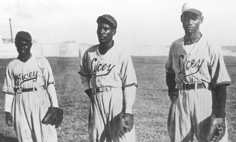 Santo Domingo's Tigres del Licey featured the Baez brothers: Pedro, Luis and Andres Julio. The trio was killed in a 1948 plane crash on the island.