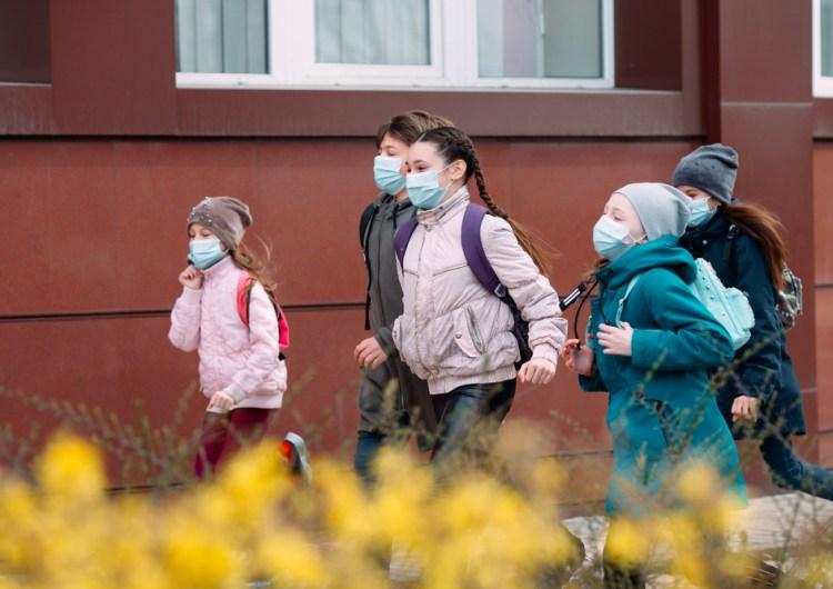 Las escuelas en Ontario volverán a cerrar tras aumento de casos de COVID-19