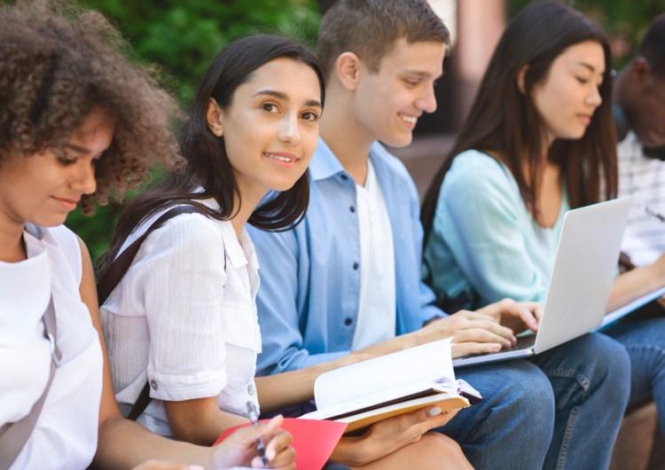 Canadá congelará los intereses de los préstamos estudiantiles hasta 2023