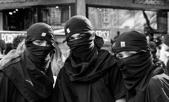 marcha-2-de-la-gorra-zibechi-estado-policial-jovenes