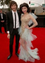 Gotye and Kimbra arrive to the 2013 Grammys Red Carpet [Photo: Getty Images]