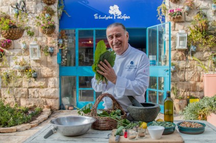 Chef MOshe Basson in front of the Eucalyptus Credit Ricki Rachman