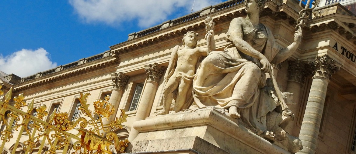 detail to entrance of Versaille Palace