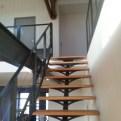Escalier à limon central métal et bois