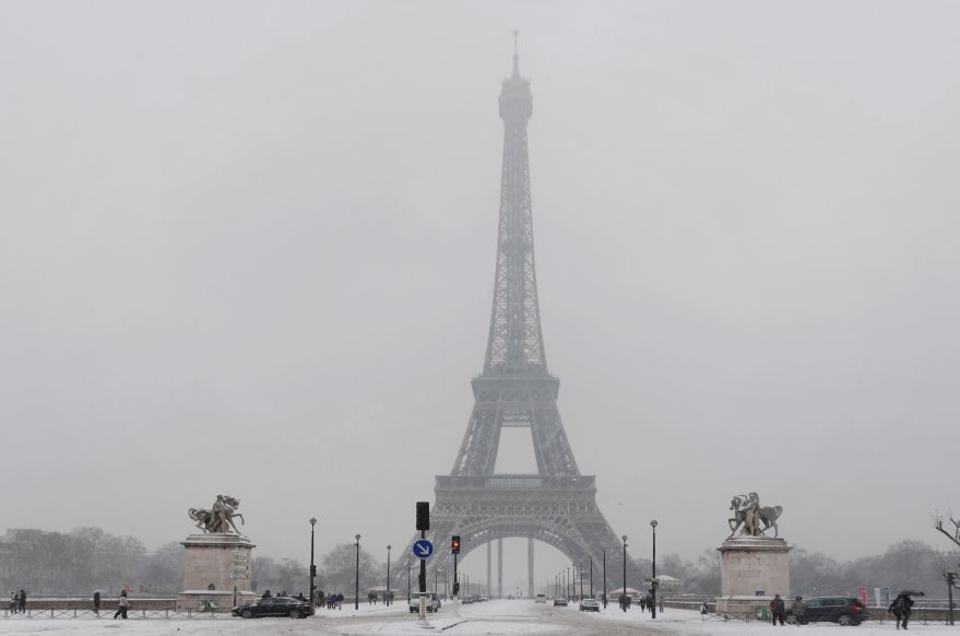la Tour Eiffel sous la neige, photo faite depuis la place de Varsovie