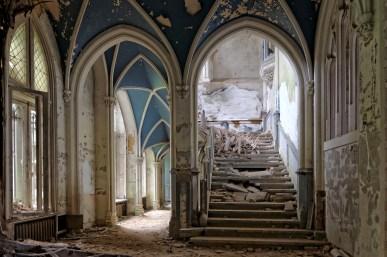 montée d'escalier hall d'entrée château Miranda